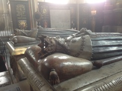 King Magnus III of Sweden buried before the alter.