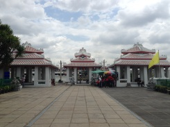 The river entrance to the temple.