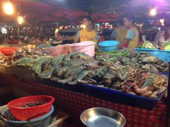 Fresh seafood to eat at the night market.