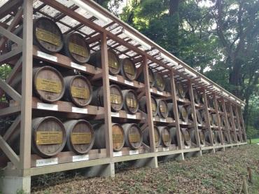 Opposite the sake barrels were wine barrels showing international relations.